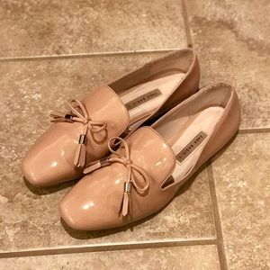 Zara light pink/beige patent leather loafers